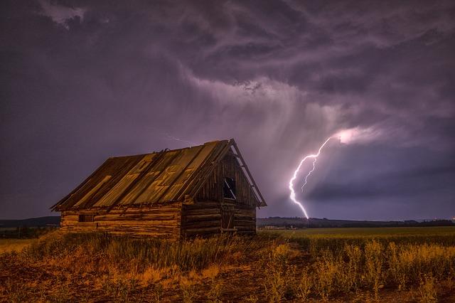 blesk za stodolou