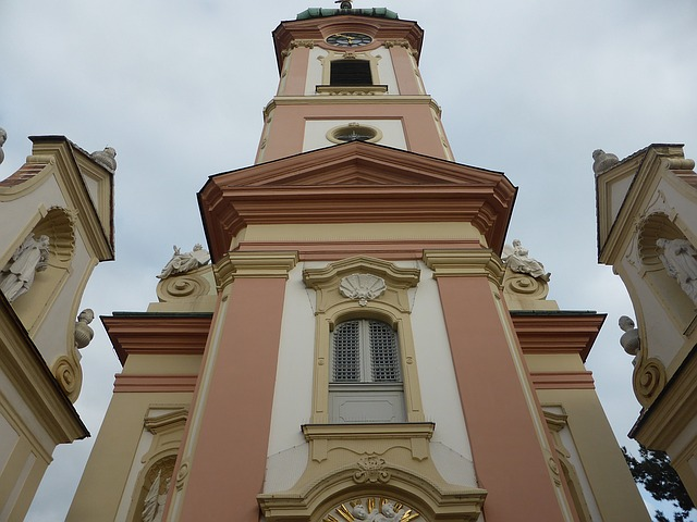 hodiny na kostele