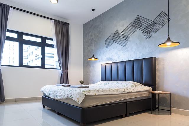 černá postel
