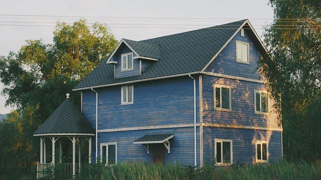 venkovský modrý dům